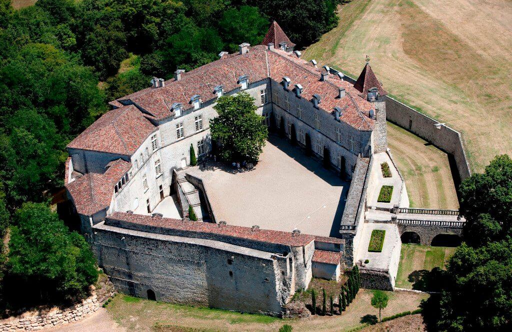 Château de Cazeneuve, Sous la Tonnelle logement à proximité